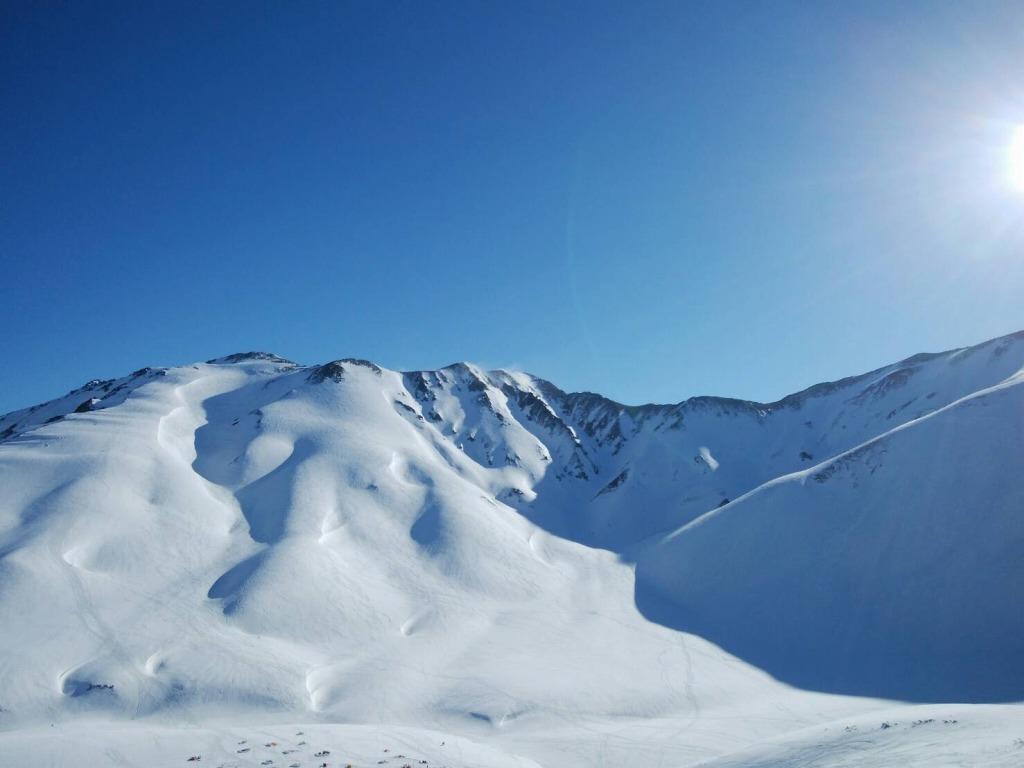これからが本番!絶景の立山で春スキーはいかが?